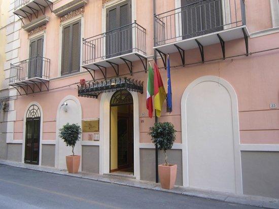 Residenza d'Aragona: Entrata della Residenza.
