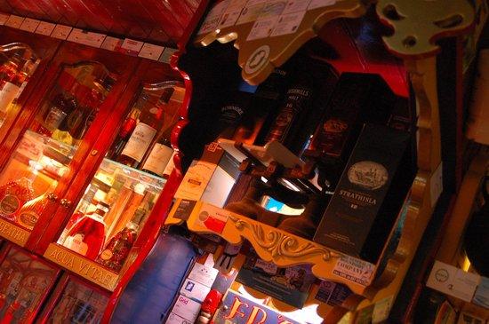 Eugene's Bar: 2