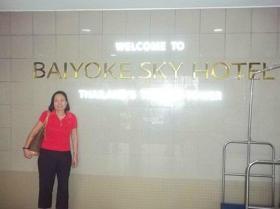Baiyoke Sky Hotel: hotel entrance