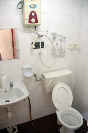 Hotel BB Inn : Ensuite with hot water