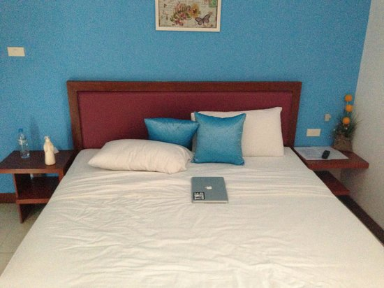 B Bossa Patong Hotel: Nice Big Double Bed