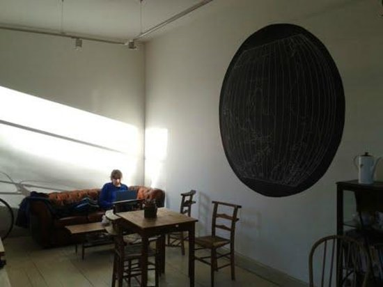 Velocity Cafe & Bicycle Workshop : gorgeous light and shadows