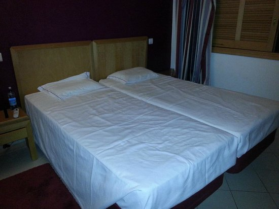 MGM Muthu Forte Da Oura: Flat, hard, uncomfortable beds.