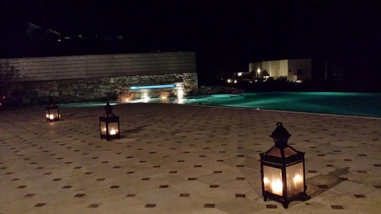 Elounda Gulf Villas & Suites: A nighttime view from the restaurant