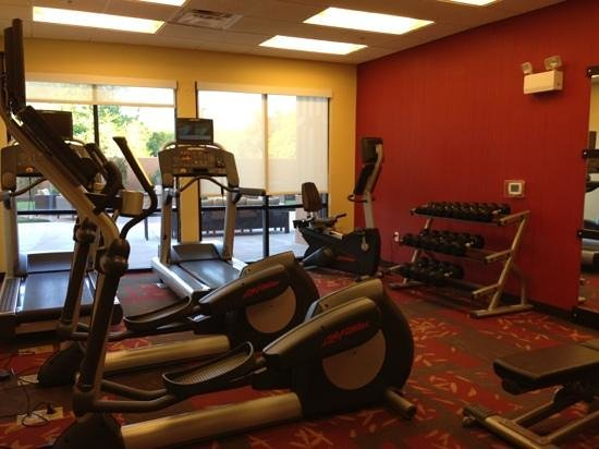 Courtyard by Marriott Burlington Mt. Holly Westampton: workout room has towels and water. 2 ellipticals, 2 treadmills, 1 bike and free weights.