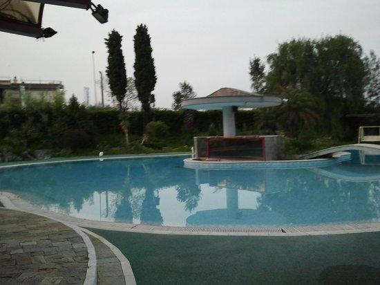 Appia Grand Hotel : piscina dell'albergo