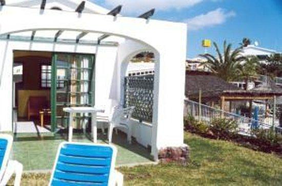 Piscina picture of vista dorada apartments maspalomas for Bungalows jardin dorado