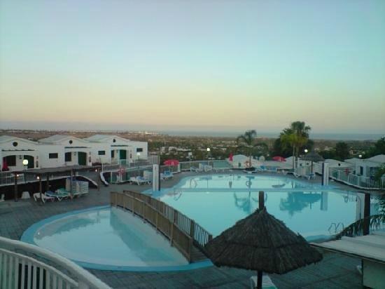 Vista Dorada Apartments: piscina