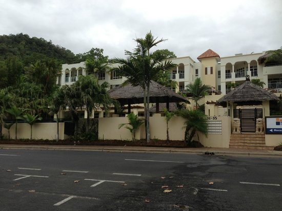 Sea Change Beachfront Apartments: Frontal view of Hotel