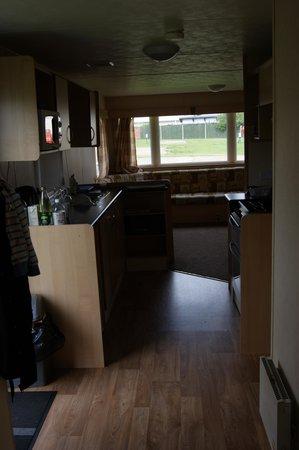 Ashcroft Coast Holiday Park - Park Resorts: Kitchen and lounge