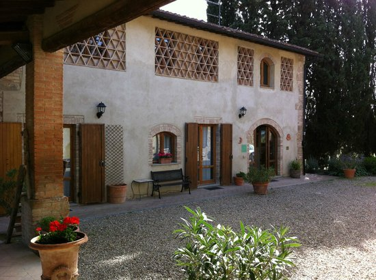 Casolare di Remignoli B&B: La reception e alcune camere.