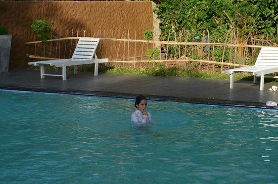 Elephant Safari Hotel: la piscine en pleine nature
