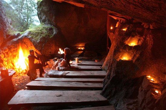 Melkevoll Bretun : Stona age cave