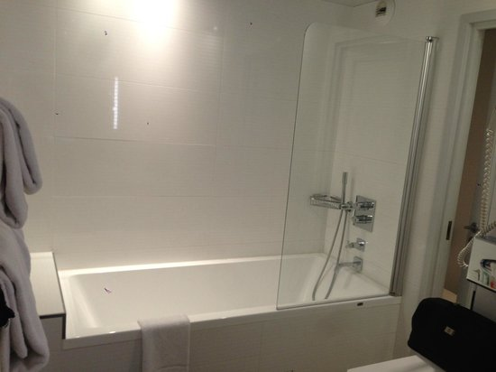Hotel Opera Marigny: bath/shower