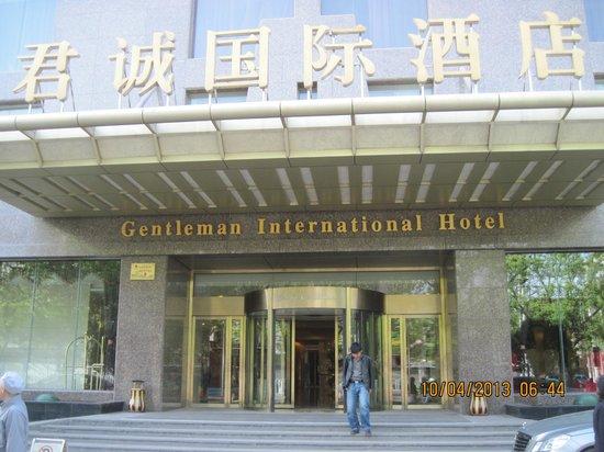 Sunda Gentleman International Hotel: The hotel front view.