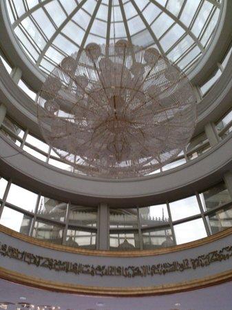 The Big Chandelier Inside Of The Mosque Fotograf 237 A De