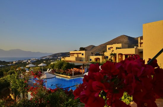 Elounda Heights Apartments and Studios: Elounda Heights early morning.
