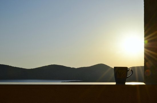 Elounda Heights Apartments and Studios: Room with a view - early morning coffee from Ismini apartment.