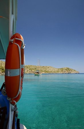 Elounda Heights Apartments and Studios: Vangelis's famous boat trip - amazing fun!
