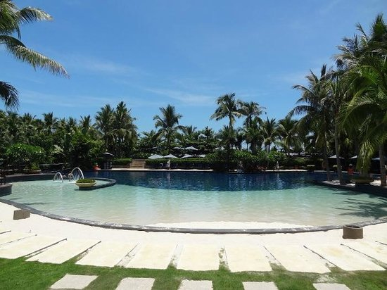 Swimming Pool With White Sand Picture Of Pullman Oceanview Sanya Bay Resort Spa Sanya
