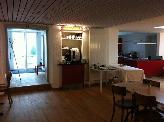 Hotel Roter Ochsen : Frühstückraum mit Durchgang zum Aussenbereich