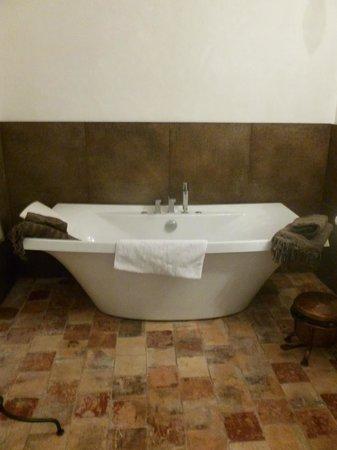 Les Chambres de Champaga: autre baignoire à l'ancienne