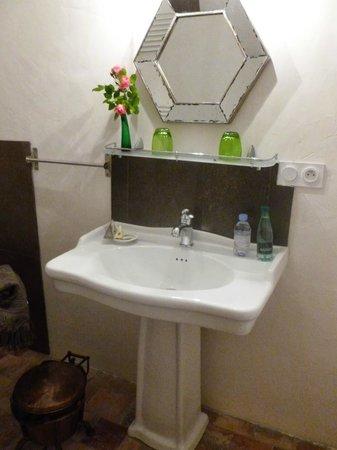 Les Chambres de Champaga: salle de bain chambre du bout