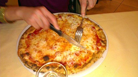 Pizzeria La Romantica Centro: MARGHERITA