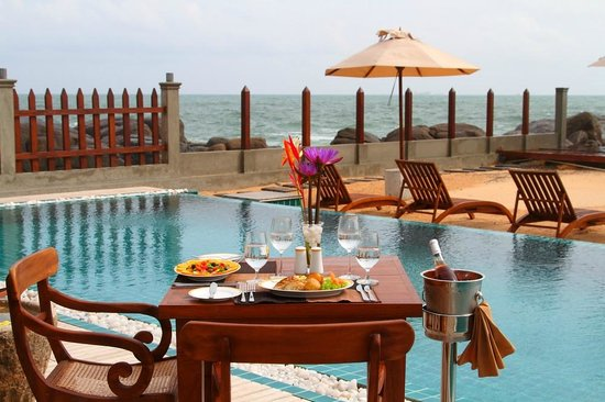 Thaproban Pavilion Resort and Spa : Dinning by the pool