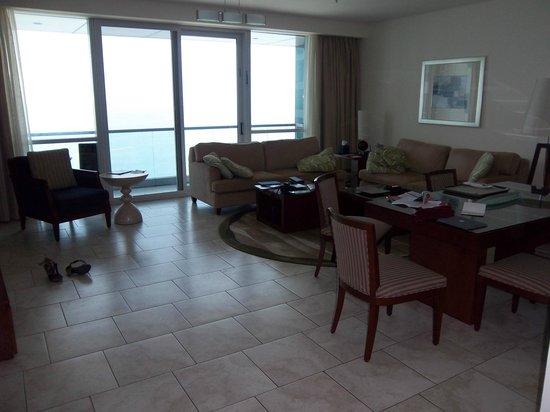 JA Oasis Beach Tower: Living/Dining room