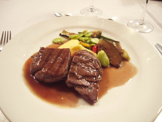 Theatrum : Beef with potato and vegetables.