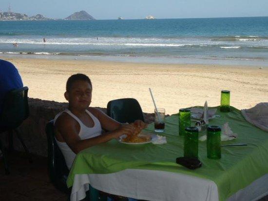 Hotel Playa Mazatlan: Desayunando Rest. La Terraza.. Excelente Vista...