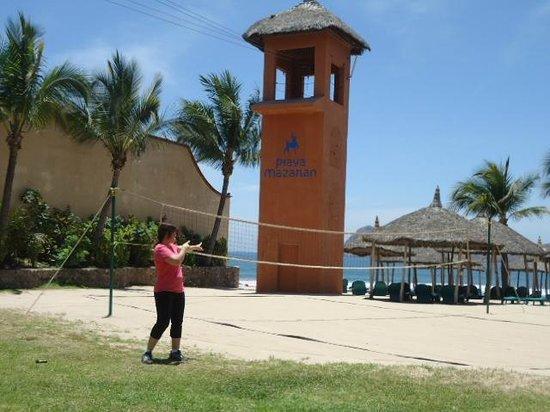 Hotel Playa Mazatlan: Cancha de voli-playero  buena opcion