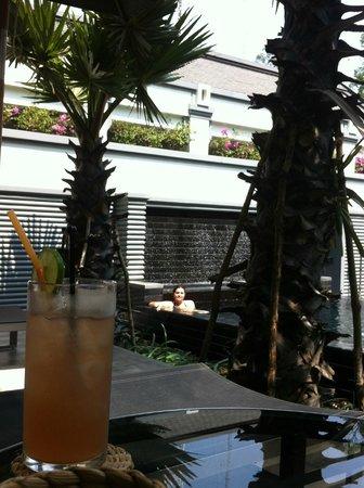 Shinta Mani Angkor: La piscina, muy agradable ademas de tener bar y servicio de comida