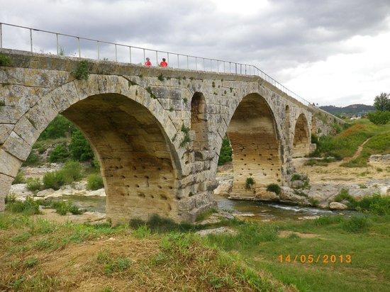 Le Pont Julien : Pont Julien .... 2000 ans environ .....