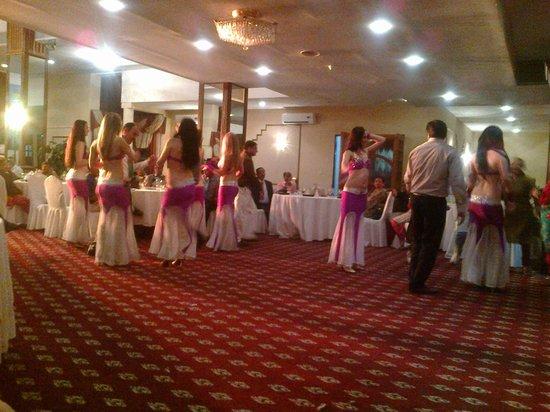 Le Grande Plaza Hotel: Dance Show