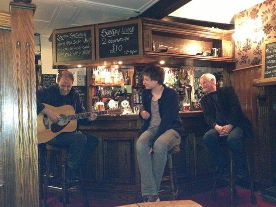 Robin Hood Pub: Late night jam :0)