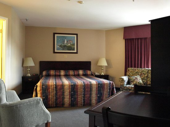 Coastal Inn Dartmouth: Room/suite