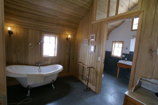 Mi Palafito Apart & Suite: baño tina de suite