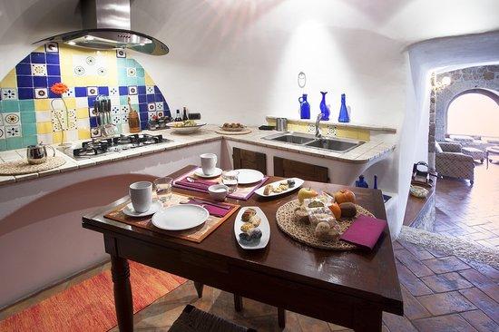 La cucina picture of la casa degli archi pitigliano tripadvisor - Archi in cucina ...