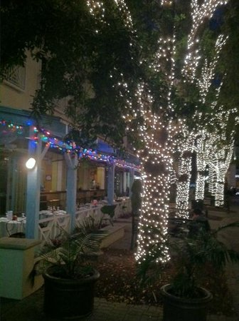 Yabba Island Grill : Awesome night time lights