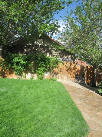 Downtown Historic Bed & Breakfasts of Albuquerque: Wonderful extensive back garden