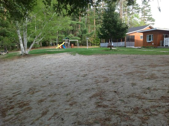 Shamrock Lodge: Playground and some of the buildings