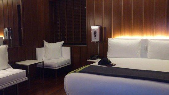 Hudson Hotel New York: Furniture in room, lovely decor