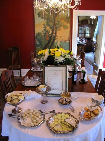 The Gastonian - A Boutique Inn: Afternoon Hors d' Oeuvres