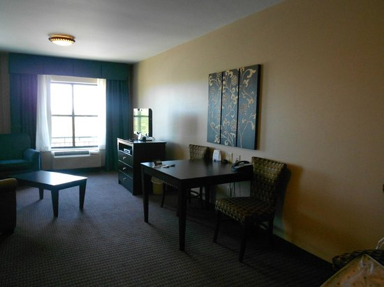 Holiday Inn Express Hotel & Suites Mt Pleasant-Charleston: Large spaceous room