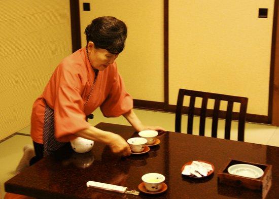 Futarishizuka Hakuun: Tea in our anteroom