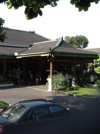 Kusuma Sahid Prince Hotel: Hotel Kusuma Sahid Prince Tampak Depan
