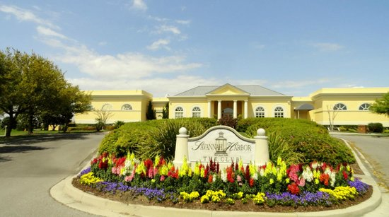 The Westin Savannah Harbor Golf Resort & Spa: The entrance to the club