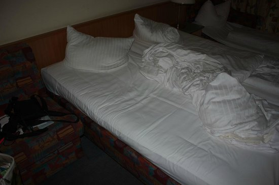 Hotel Herzog: durchgelegenes Bett